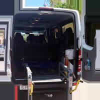 Vehículo de 8 plazas adaptado para minúsvalidos